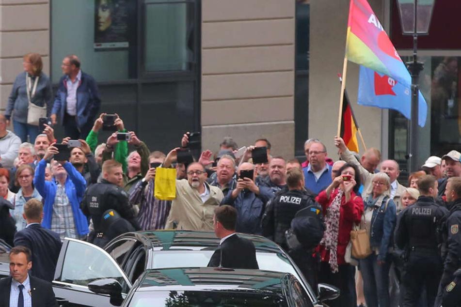 Darf nicht fehlen: Ein Foto von Angela Merkel als Andenken.
