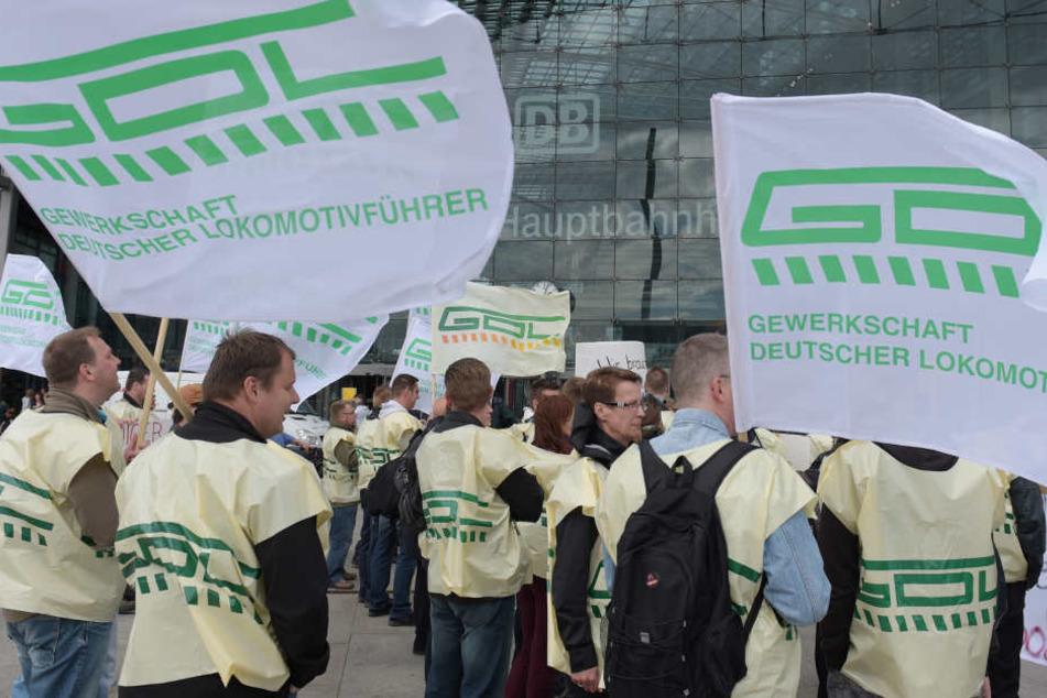 Ab Ende 2014 bis zum Mai 2015 haben die Lokführer in mehreren Streikrunden den Bahnverkehr in Deutschland lahm gelegt.