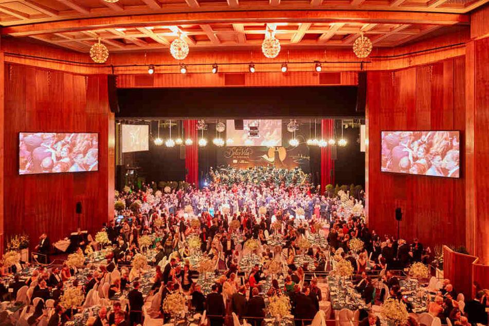 Der Leipziger Opernball wird von seinen Gästen so geliebt, weil man ausgelassen und in verschiedenen Räumen bis in die Morgenstunden tanzen kann.