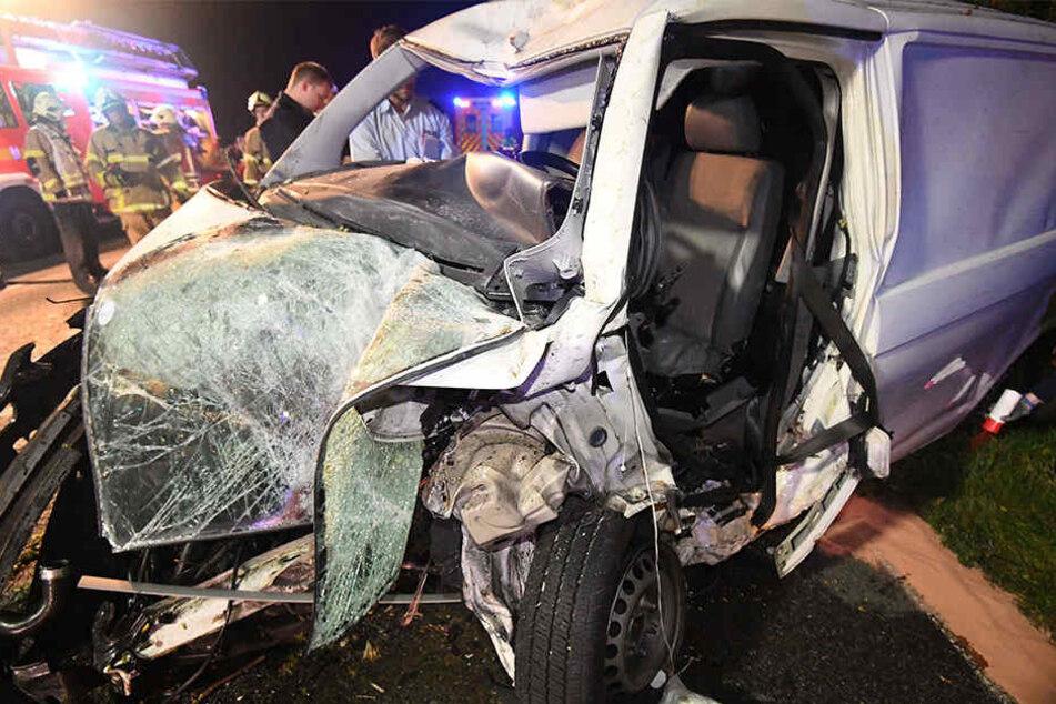 Aus diesem Wrack konnte der 28-Jährige nicht gerettet werden. Er verstarb noch am Unfallort.