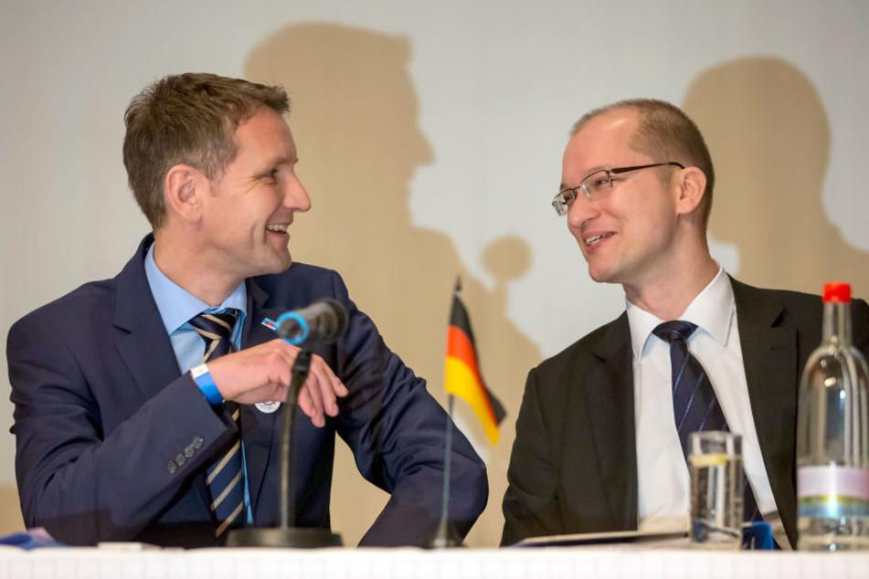 Stefan Möller (re.) mit dem Fraktionsvorsitzenden der AfD Thüringen, Björn Höcke.