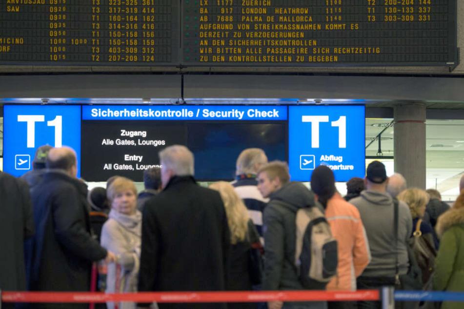 Passagierre am Stuttgarter Flughafen. (Symbolbild)