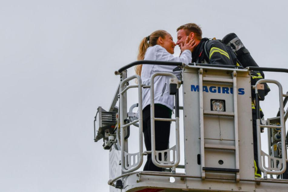 Feuerwehrmann macht Freundin während laufendem Einsatz einen Antrag