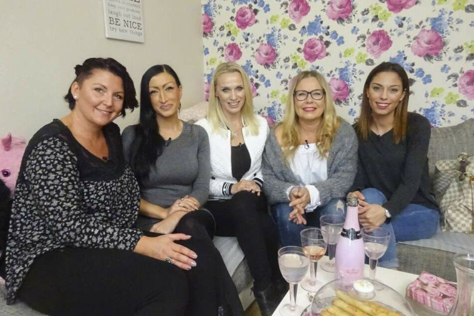 """Sandra, Maria, Andrea, Sabine und Aylin (von links) kämpften um den vierten """"Shopping Queen""""-Titel von Bielefeld."""