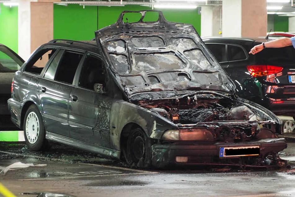 Dieser BMW geriet im Parkhaus der Centrum Galerie in Brand.