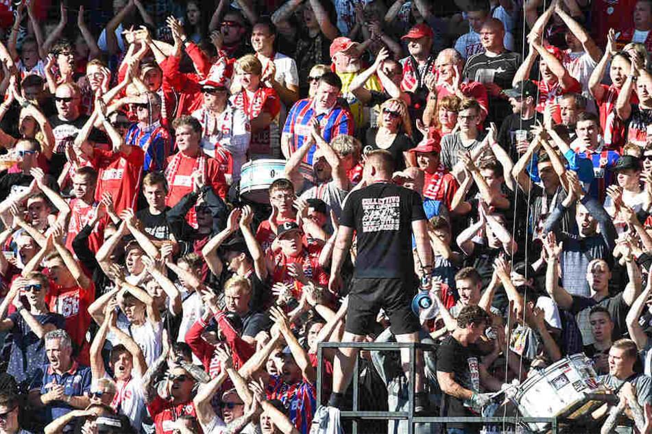 Hatten viel zu jubeln: Die Fans des FC Energie Cottbus.