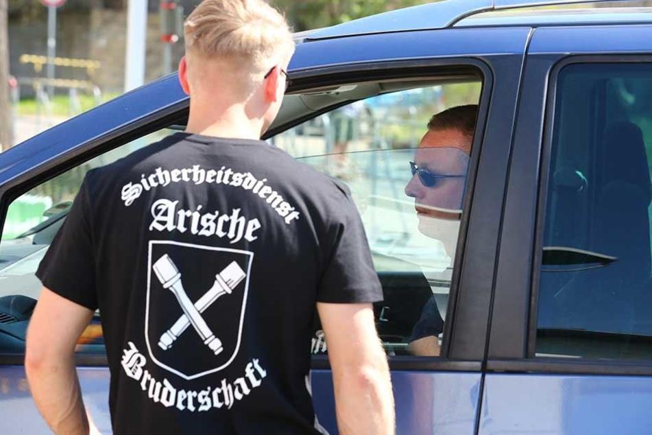 Nach Nazi-Aufmarsch: Staatsschutz ermittelt wegen T-Shirts gegen NPD-Chef