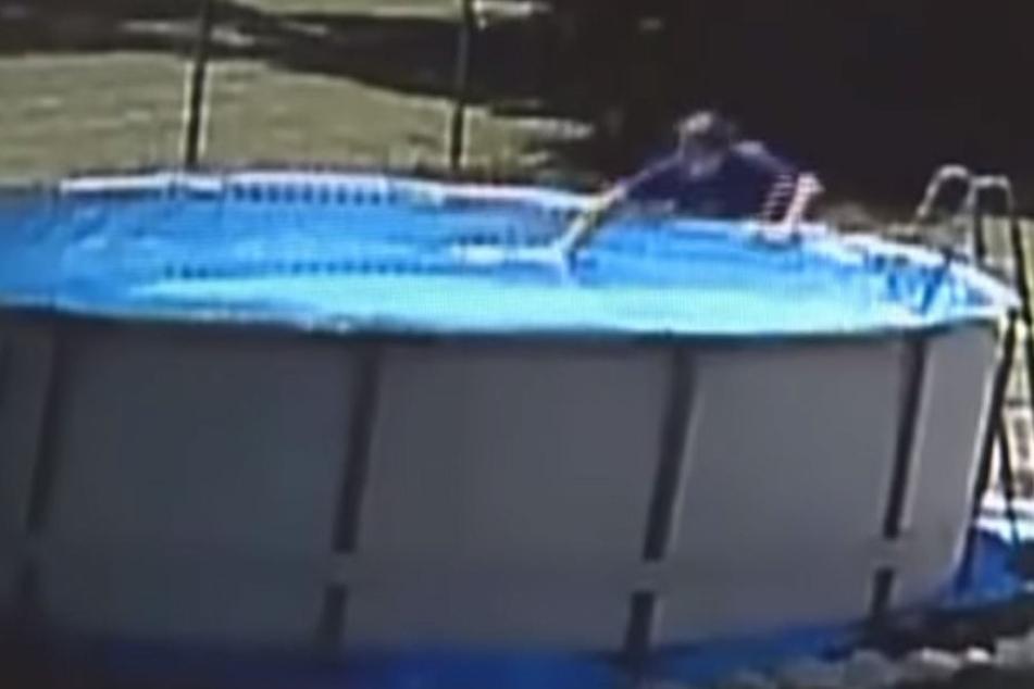 Nach fünf Minuten zog Shake ihren Sohn aus dem Poolwasser.