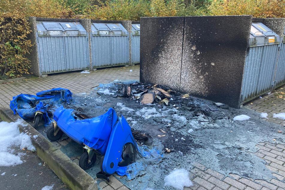 Am frühen Samstagmorgen brannten im Heckertgebiet mehrere Papier- und Restmüllcontainer, wie hier in der Paul-Bertz-Straße.
