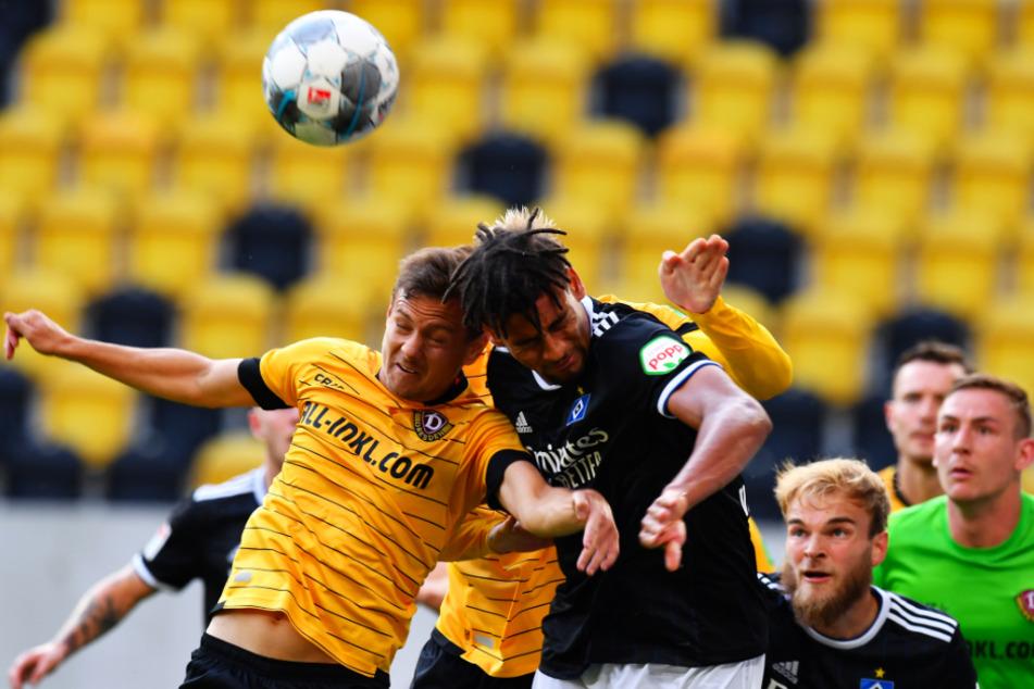 Mit Dynamo erlebte Chris Löwe (l., gegen Vagnoman vom HSV) eine katastrophale Saison.