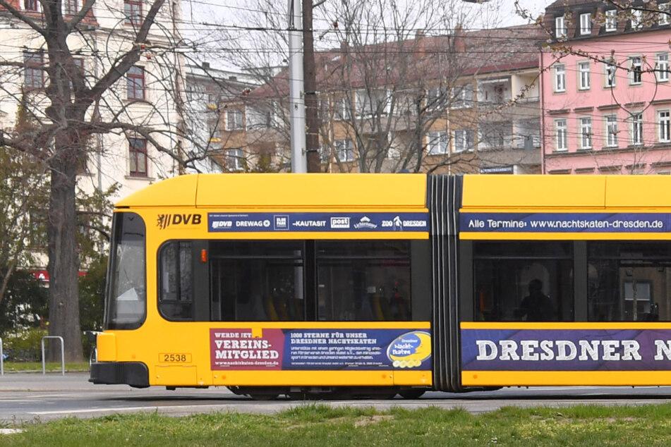 Dresden: Junge Frau in Dresden belästigt: Exhibitionist packt in Straßenbahn seinen Penis aus