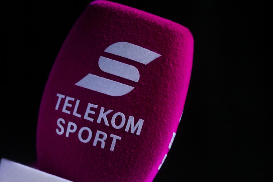 Telekom Sport ist auf einem Mikrofon zu lesen.