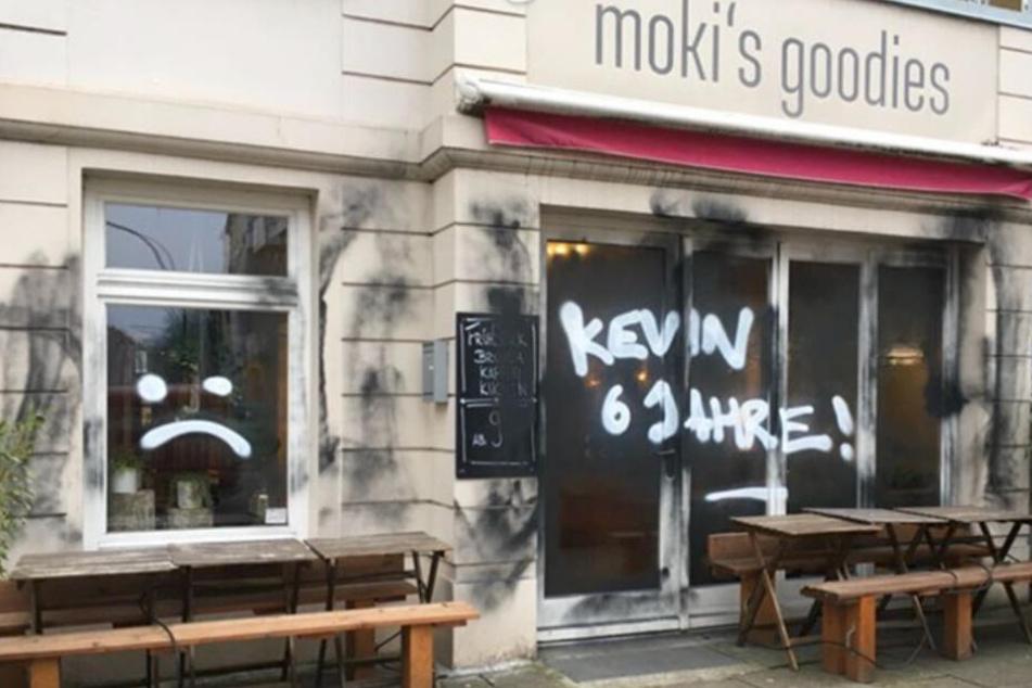 Die Fassade des Restaurants am Eppendorfer Weg wurde von Unbekannten beschmiert.