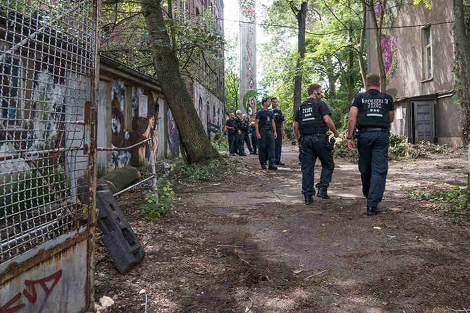 Gerichtsvollzieher stand pünktlich vor der Tür: Teppichfabrik durch SEK geräumt