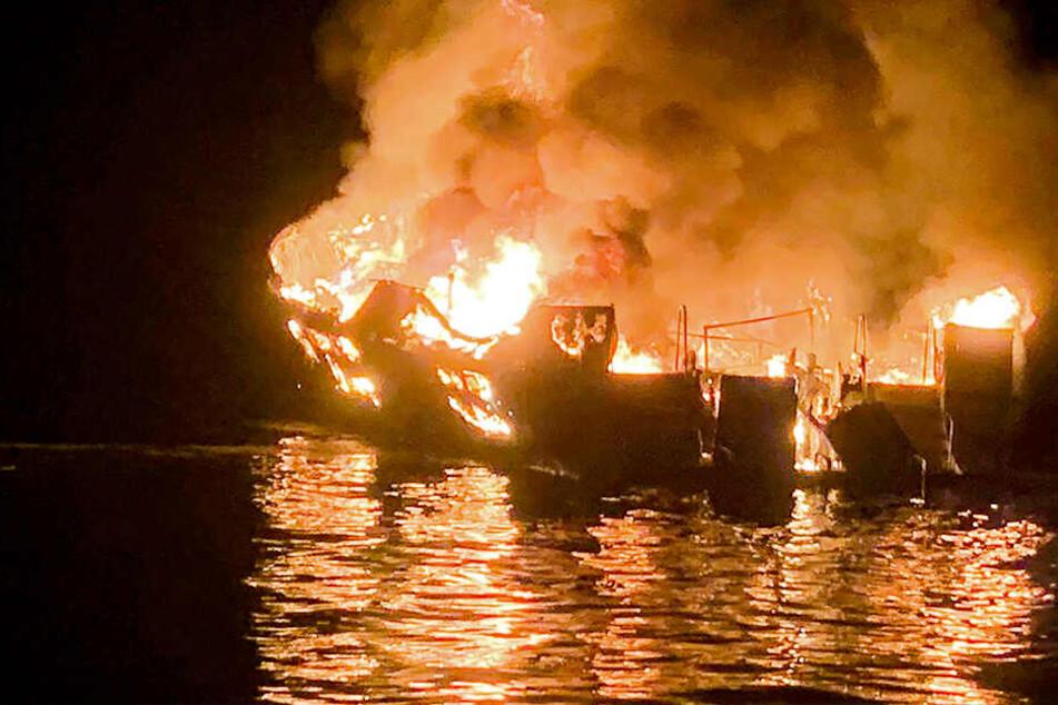 Flammenhölle vor US-Küste: Brand auf Schiff fordert viele Tote