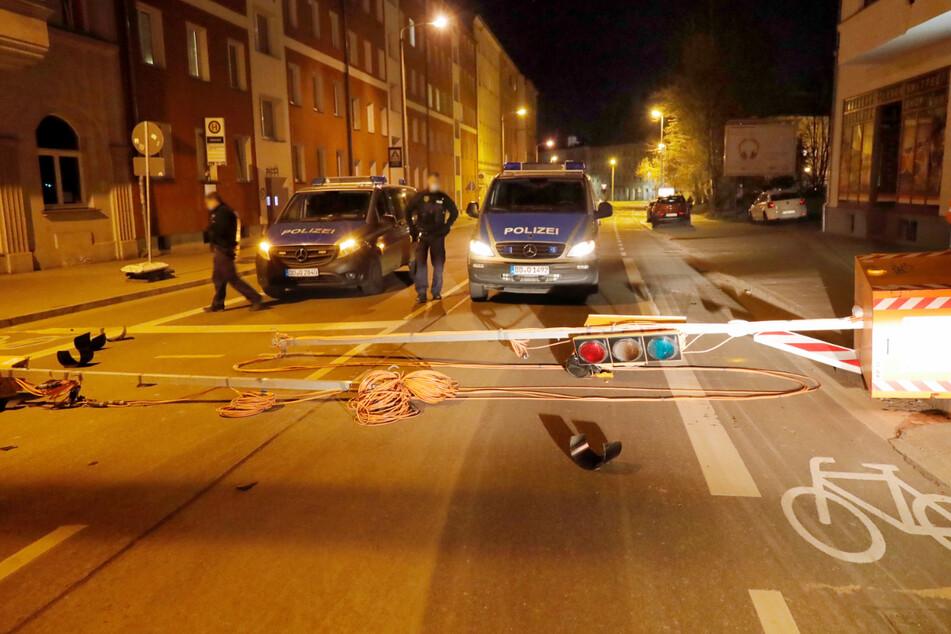 Ein Randalierer (39) hat am Chemnitzer Südbahnhof eine Ampelanlage umgestoßen. Die Fahrbahn war blockiert.