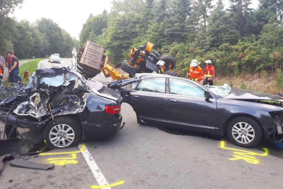 Das Auto wurde durch die Wucht des Unfalls in zwei Teile gerissen.