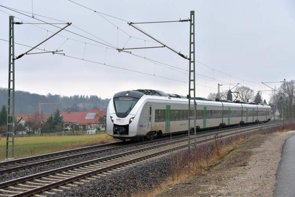 Ein Zug der Mitteldeutschen Regiobahn erfasste das Fahrrad und schliff es ca. 10 Meter mit (Archivbild).