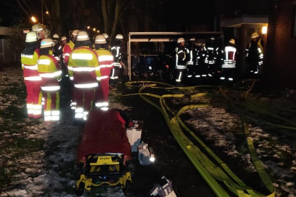 Mehr als 50 Einsatzkräfte der Feuerwehr waren vor Ort.