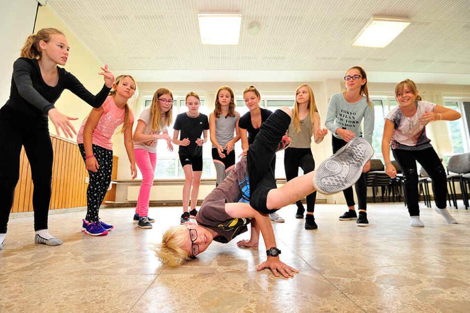 Breakdancer in sieben Tagen: Lasse (10) aus Obercarsdorf zeigt, was er nach dem Schneeberger Tanzcamp schon alles drauf hat.