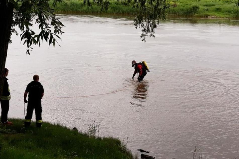 Taucher suchten nach dem Vermissten in der Weser.