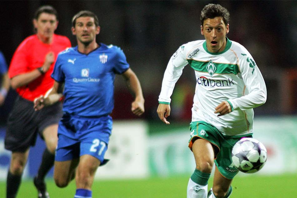 Entwickelte sich beim SV Werder Bremen an der Seite von Diego zu einem Spieler von internationalem Format: Mesut Özil.