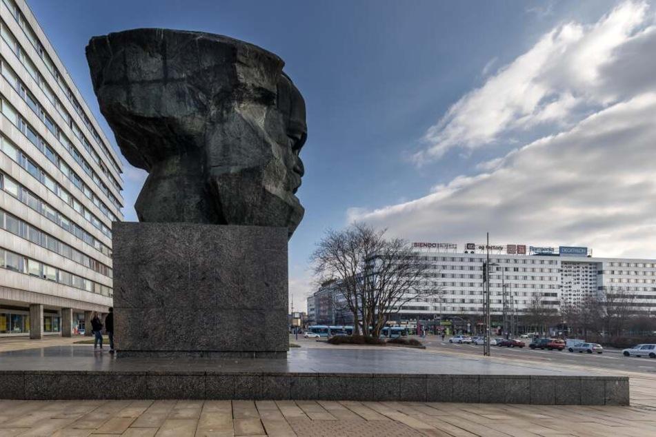 Am Sonntag fand eine Ausstellung am Marx-Monument statt, dabei wurden zwei Besucher bedroht. (Archivbild)