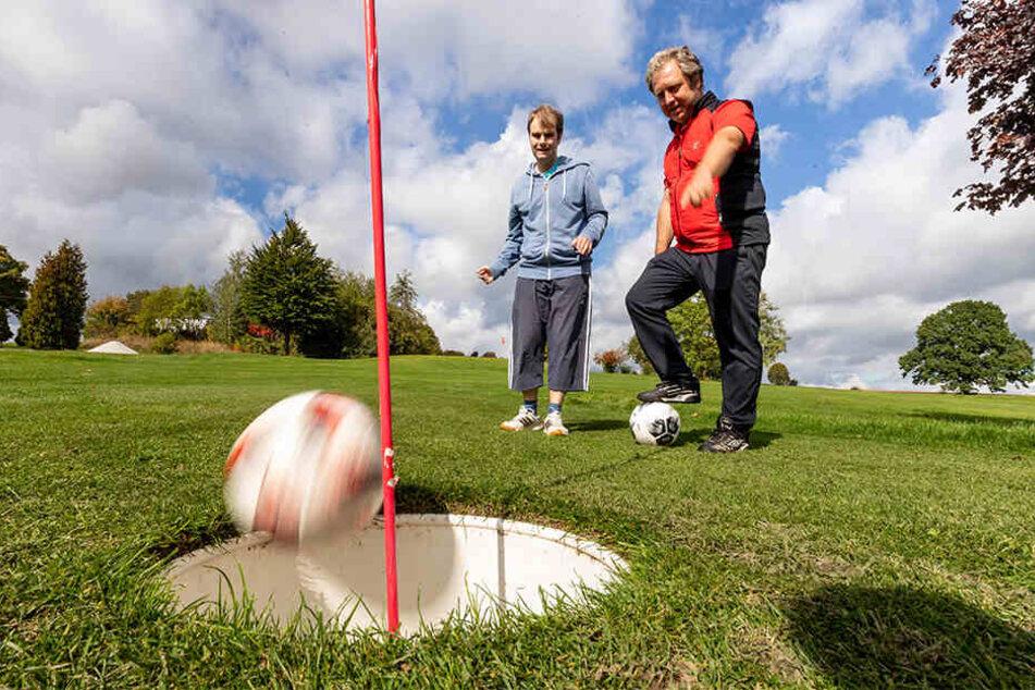 TAG24-Reporter Martin Gottschling (28) testet Footgolf auf dem Gahlenzer Golfplatz.