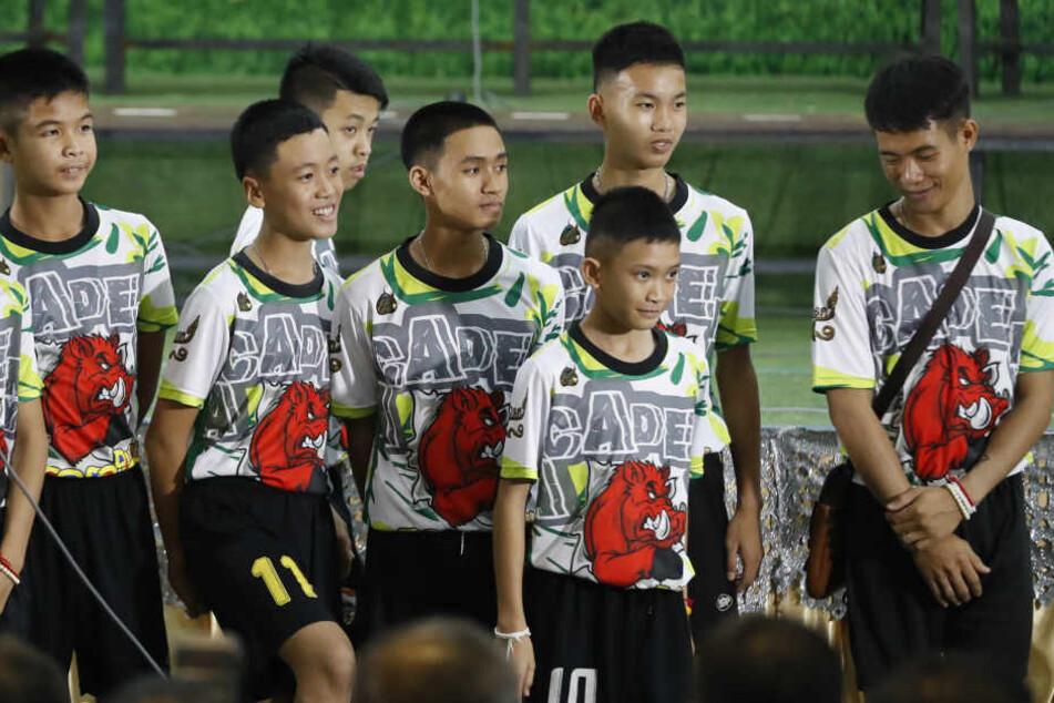 Um das Höhlen-Drama zu verarbeiten, gehen fast alle geretteten Fußball-Jungs ins Kloster.