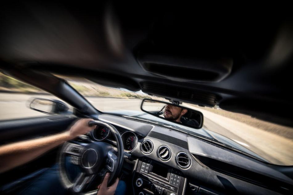 Ein Mann klaute ein Auto und wollte es seinem Freund in Niederbayern verkaufen. (Symbolbild)