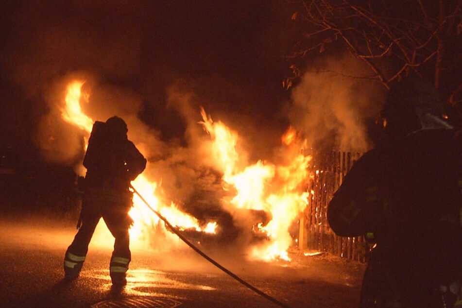 Der Pkw brannte komplett aus.