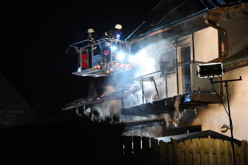 Die Flammen griffen wohl von der Terrasse auf den Balkon über.