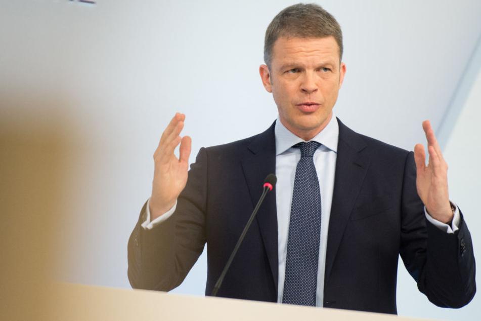 Christian Sewing (47) übernahm am Sonntagabend offiziell das Amt des Vorstandsvorsitzenden der Deutschen Bank.