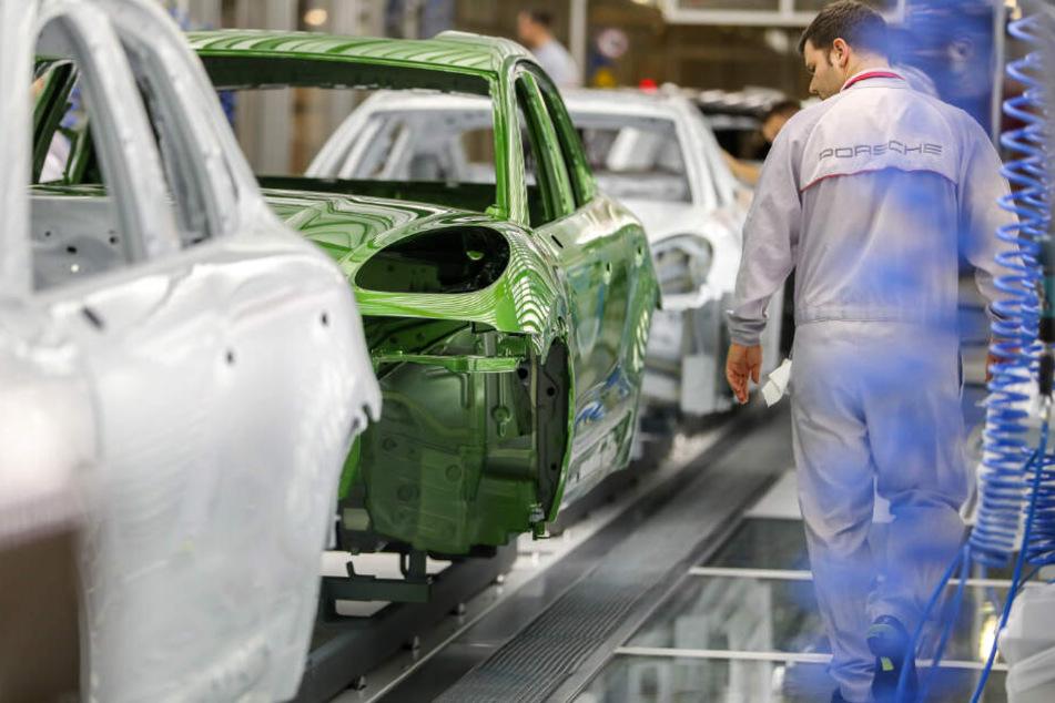 Streik legt Betrieb in Leipzig lahm: Wann gehen im Werk wieder Porsche vom Band?