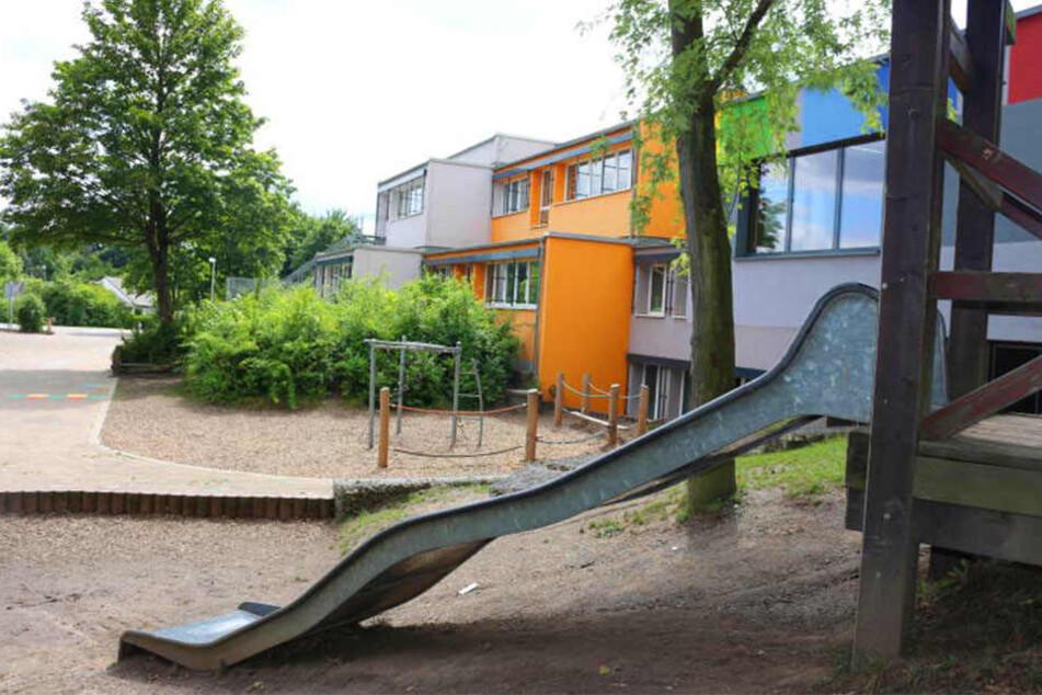 Der Spielplatz ist nach Schulschluss öffentlich zugänglich.
