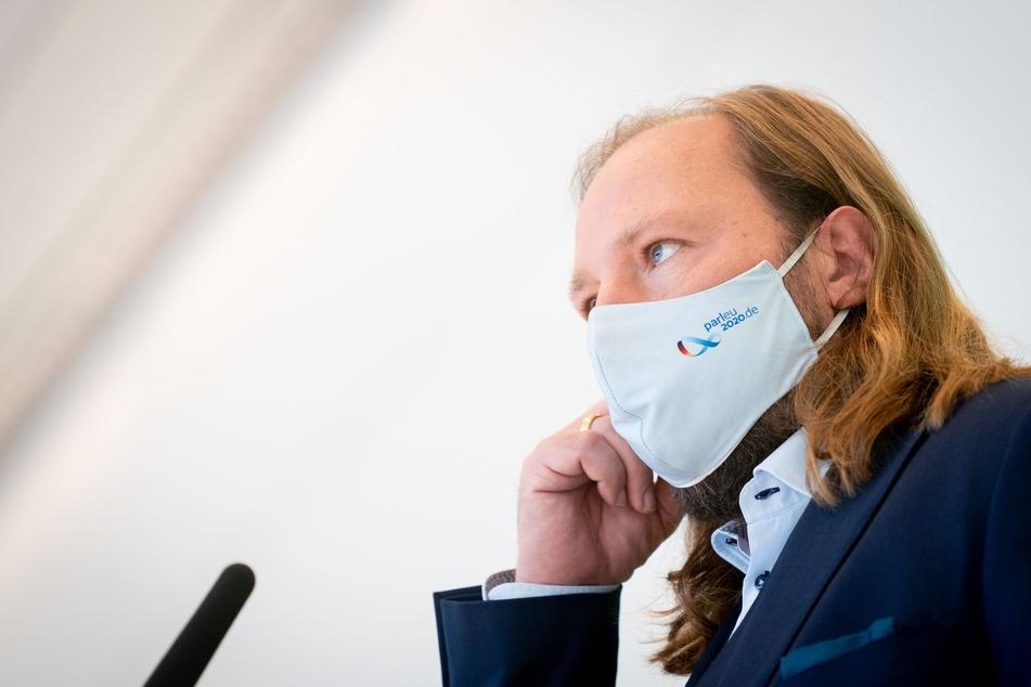 Anton Hofreiter (50), Fraktionsvorsitzender von Bündnis 90/Die Grünen, kritisierte auch, dass der Bundestag weder über die Prioritäten bei den Impfungen noch über einen Stufenplan zur Bekämpfung der Pandemie entscheiden konnte.
