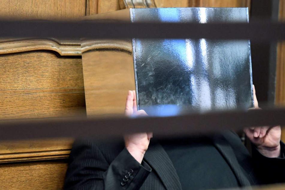 Zehn Jahre in Kühltruhe versteckt: Lebenslange Haft für Mord an Berliner Rentner