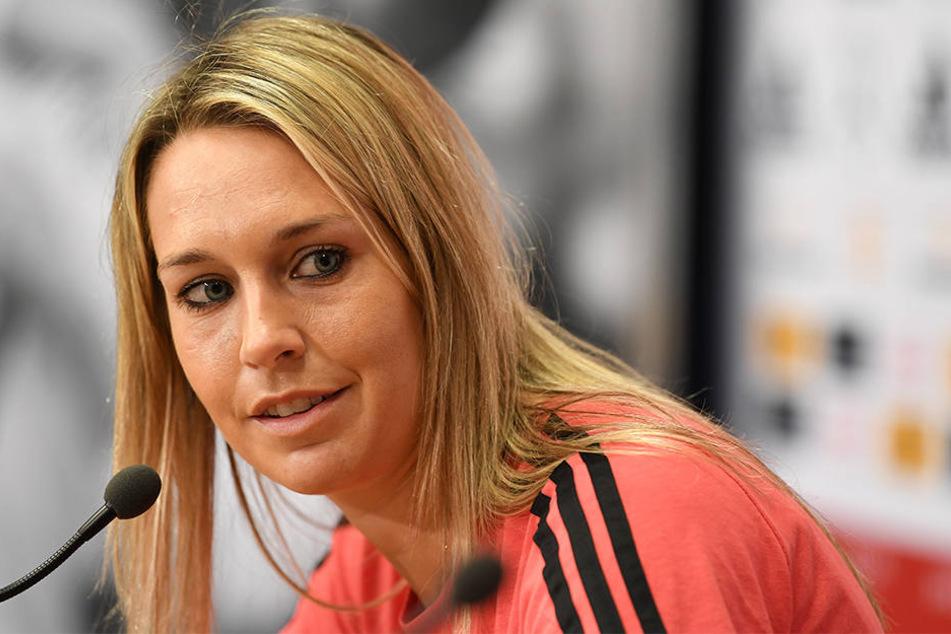 Nachdem Lena Goeßling nicht für den Test gegen Frankreich berücksichtigt wurde, äußerte sie scharfe Kritik an Trainerin Steffi Jones.