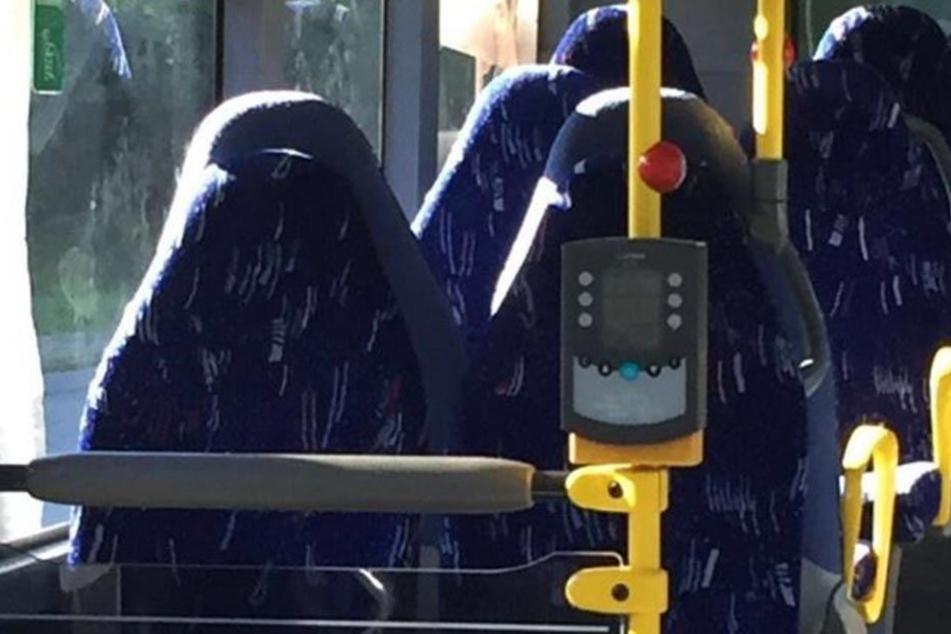 """""""Schmeißt sie alle raus"""": Bild aus dem Bus erhitzt die Gemüter"""