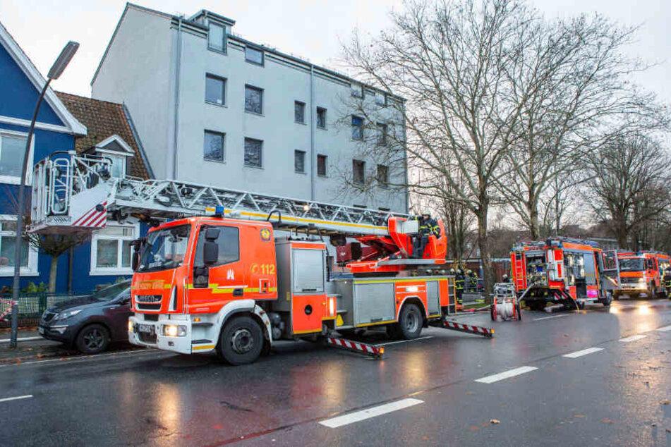 Die Feuerwehr musste ein Brand in einem Wohnhaus im Hamburger Stadtteil Wandsbek löschen.