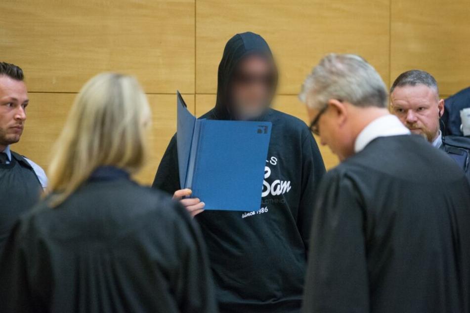 Bald gibt es das Urteil: Prozess um Dreifachmord von Hille geht auf die Zielgerade