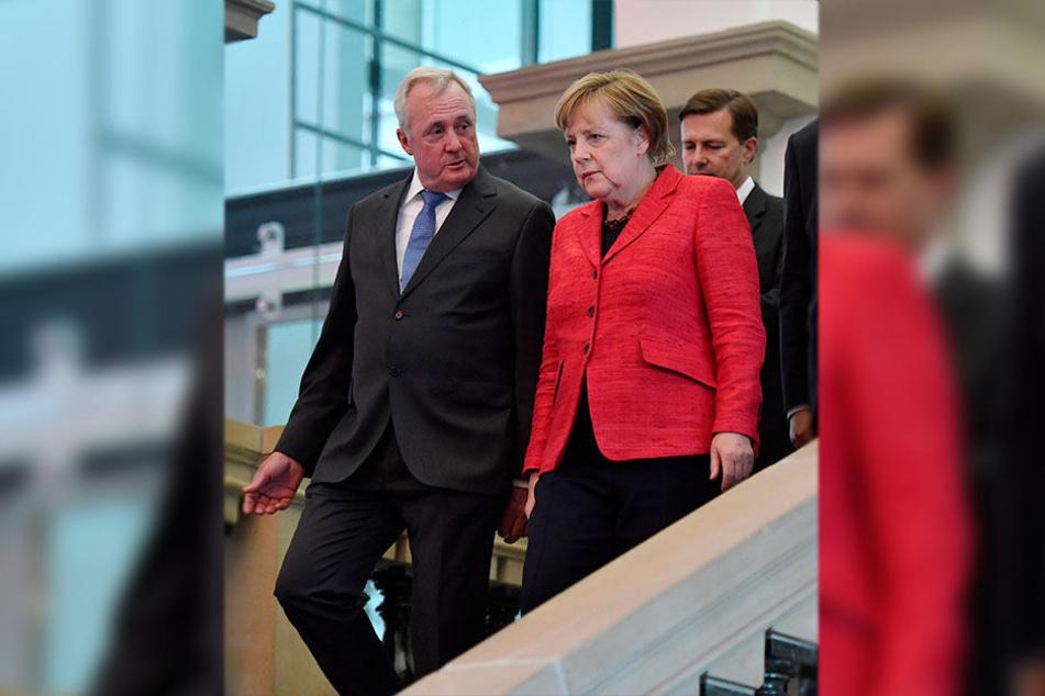Bundeskanzlerin Angela Merkel (CDU) kommt mit Organisator Axel Pollheim zum Ständehaus-Treff.