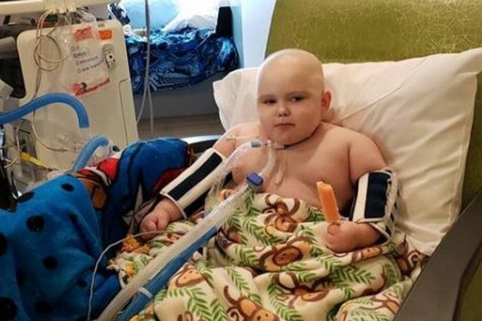 Banner Sears ist im Krankenhaus dauerhaft an Geräte angeschlossen.
