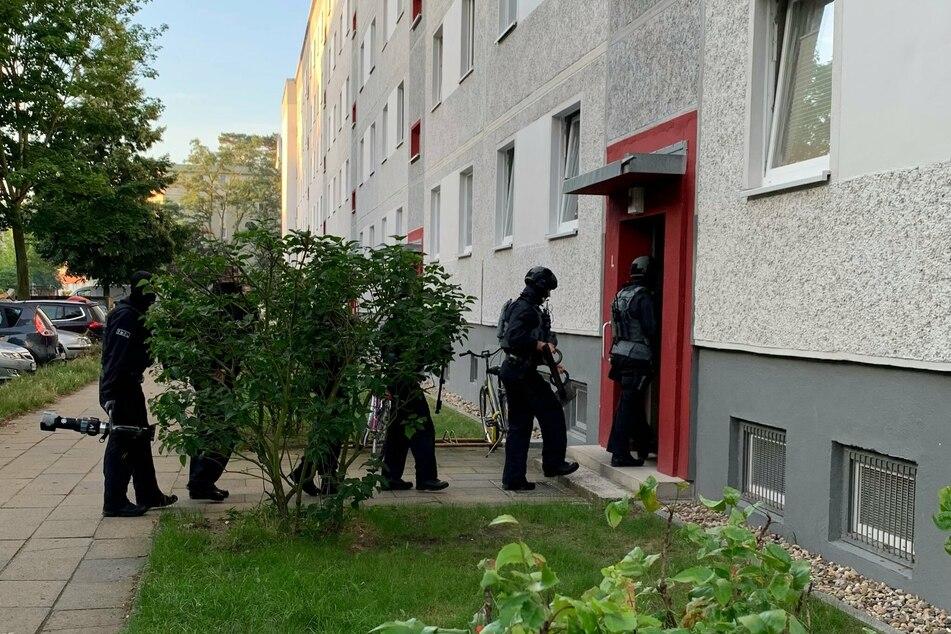 Bei der Razzia sind am Dienstag acht Wohnungen in den Landkreisen Märkisch-Oderland und Dahme-Spreewald durchsucht worden. Zwei mutmaßliche Täter konnten verhaftet werden.