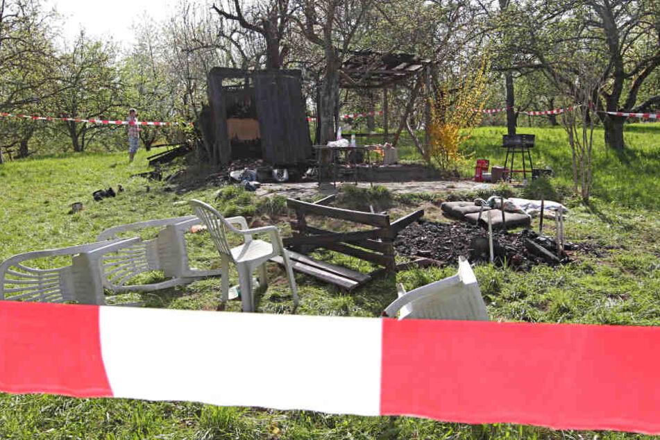 Die Gartenhütte stand voll in Flammen. (Symbolbild)