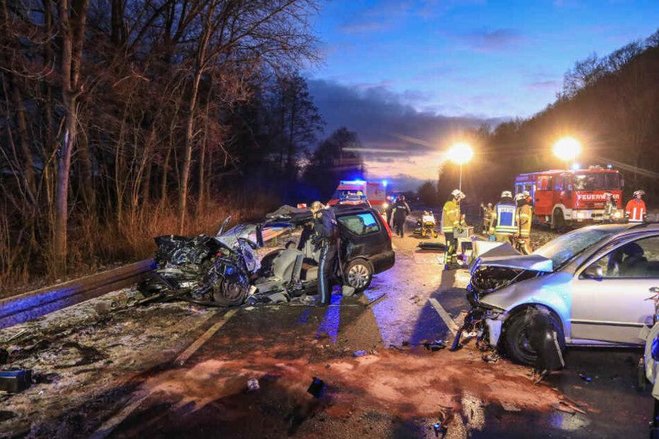 Grauenvoller Unfall! Ein Toter, fünf Schwerverletzte, darunter drei Kinder