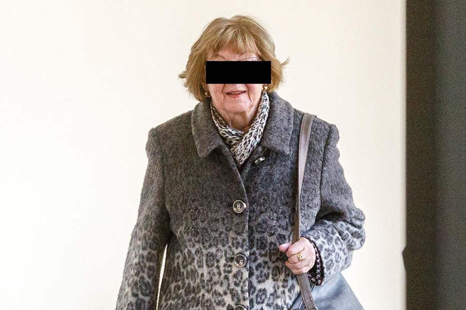 Helga S. (84) ist jetzt vorerst ihre Fleppen los.