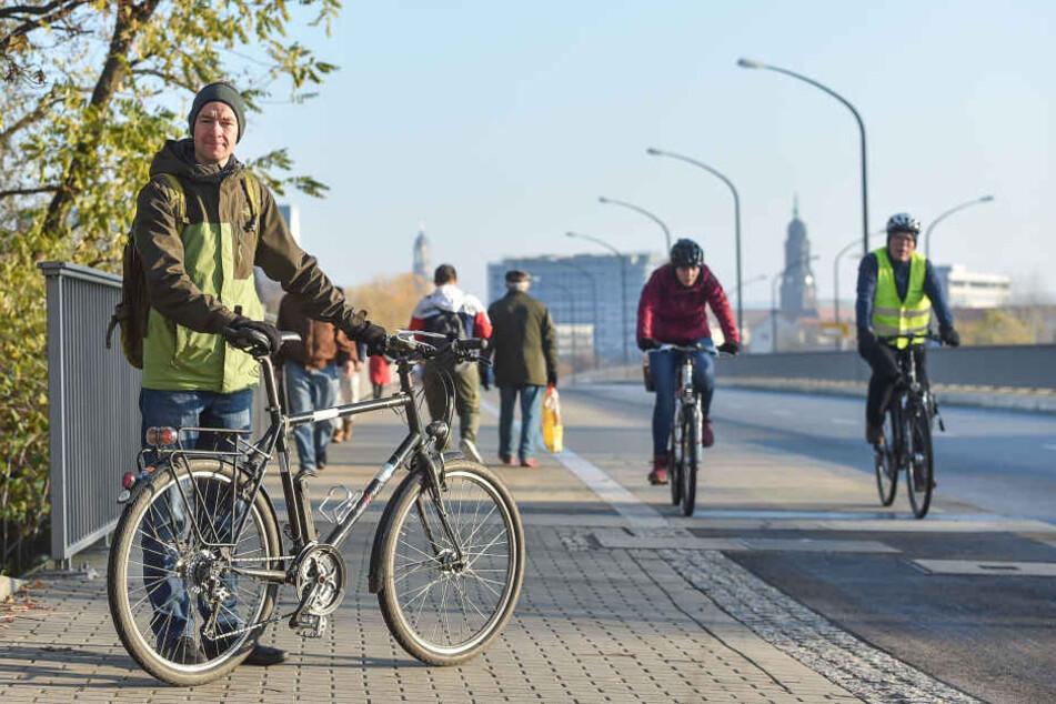 Nils Larsen (35) vom ADFC kämpft für einen sicheren Radweg von der Innenstadt nach Plauen.