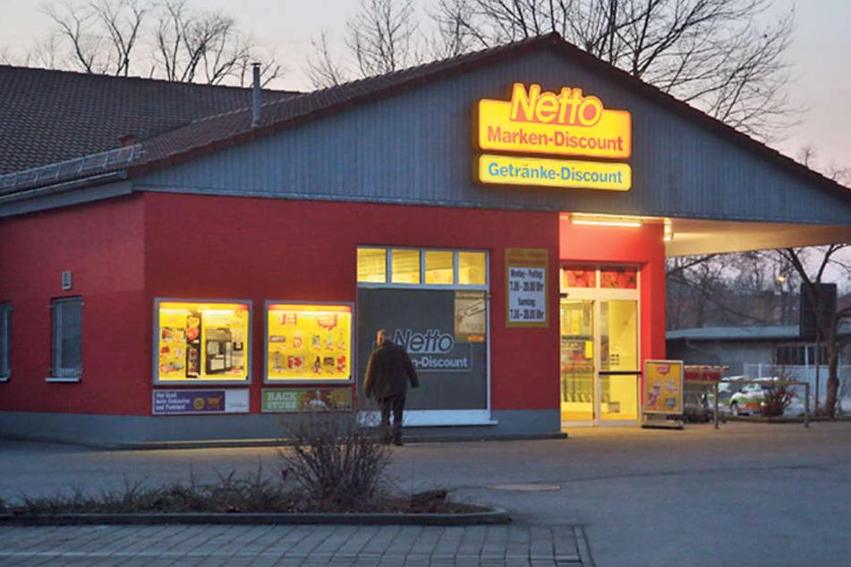 Ein Sozialarbeiter soll den Brennpunkt am Netto in Kamenz entschärfen: Um den Discounter an der Fichtestraße versammeln sich regelmäßig Trinker, die sich nicht benehmen können.