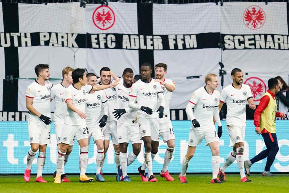 Mit einer ausgebufften Leistung sicherte sich die Eintracht den Einzug ins DFB-Pokal-Viertelfinale.